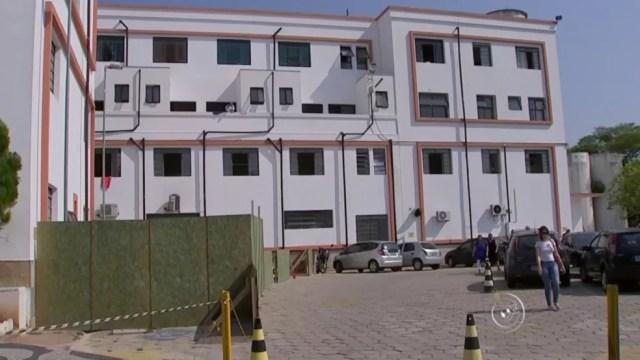 Pacientes fugiram após pular de janela do CHS (Foto: Reprodução/TV TEM)