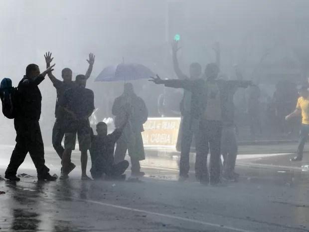 Soldados da Tropa de Choque retiraram os manifestantes que permaneciam ocupando a Avenida Paulista, na região central de São Paulo (Foto: Felipe Rau/ Estadão Conteúdo)