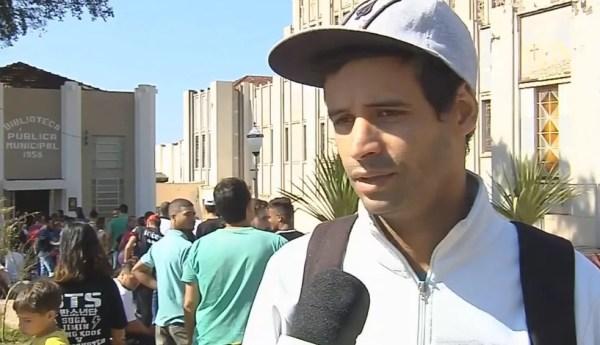 soldador Alan Canato esperou cinco horas para entregar o currículo (Foto: TV TEM / Reprodução )