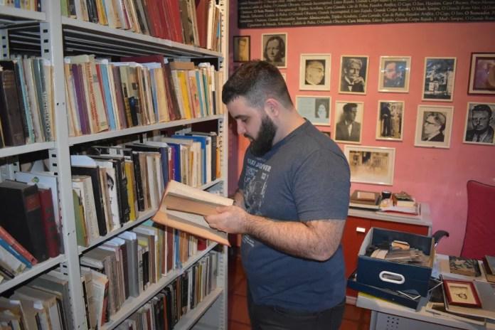 Daniel Fuentes é herdeiro dos direitos autorais de Hilda Hilst (Foto: Marcello Carvalho/G1)