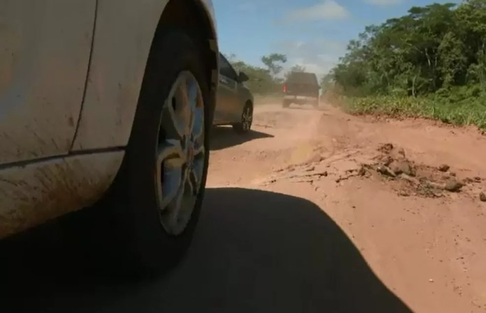 Motoristas reclamam da falta de manutenção em estradas do AC (Foto: Reprodução/Rede Amazônica Acre)