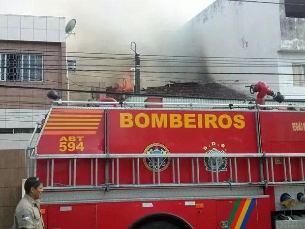 Bombeiros enviaram três viaturas, com dez homens, ao local (Foto: Reprodução / WhatsApp)