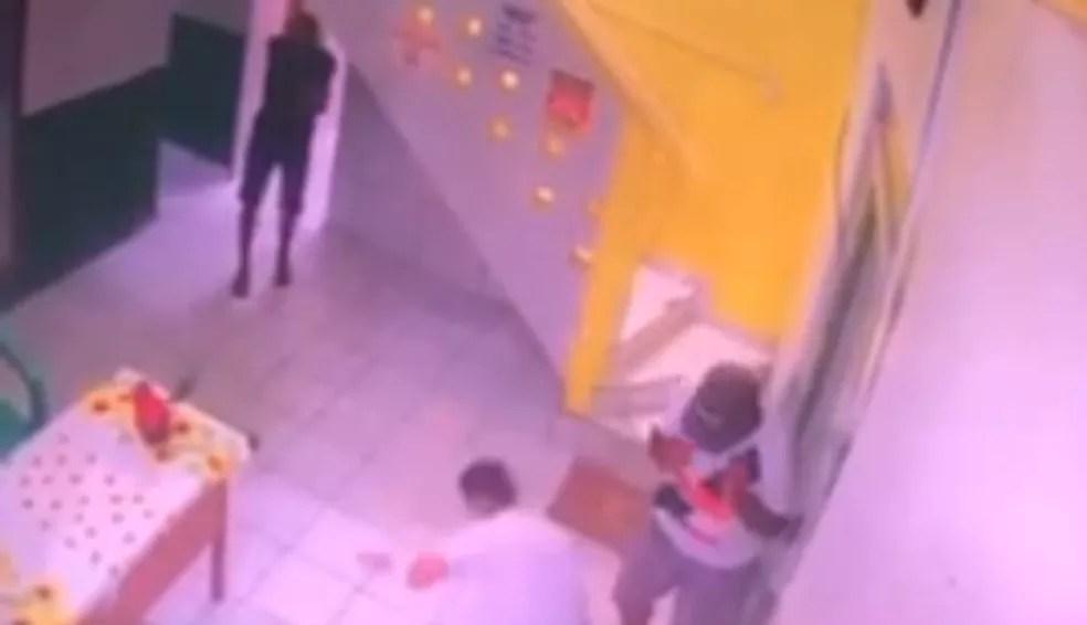 Um das mortes foi do preso monitorado Angel Monteiro Garcia na recepção de um hotel — Foto: Reprodução