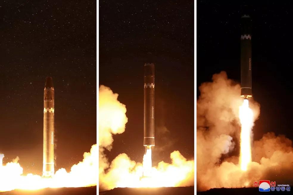 Imahens divulgadas nesta quarta-feira (29) mostram o lançamento do míssil Hwasong-15 pela Coreia do Norte (Foto: REUTERS/KCNA)