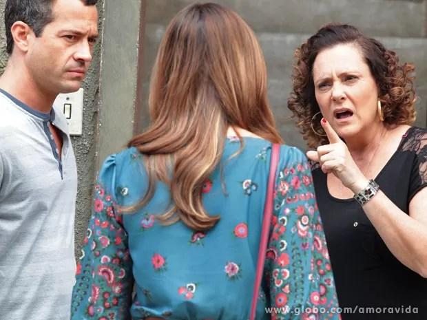Márcia ficas revoltada com as acusações de Paloma (Foto: Amor à Vida/ TV Globo)