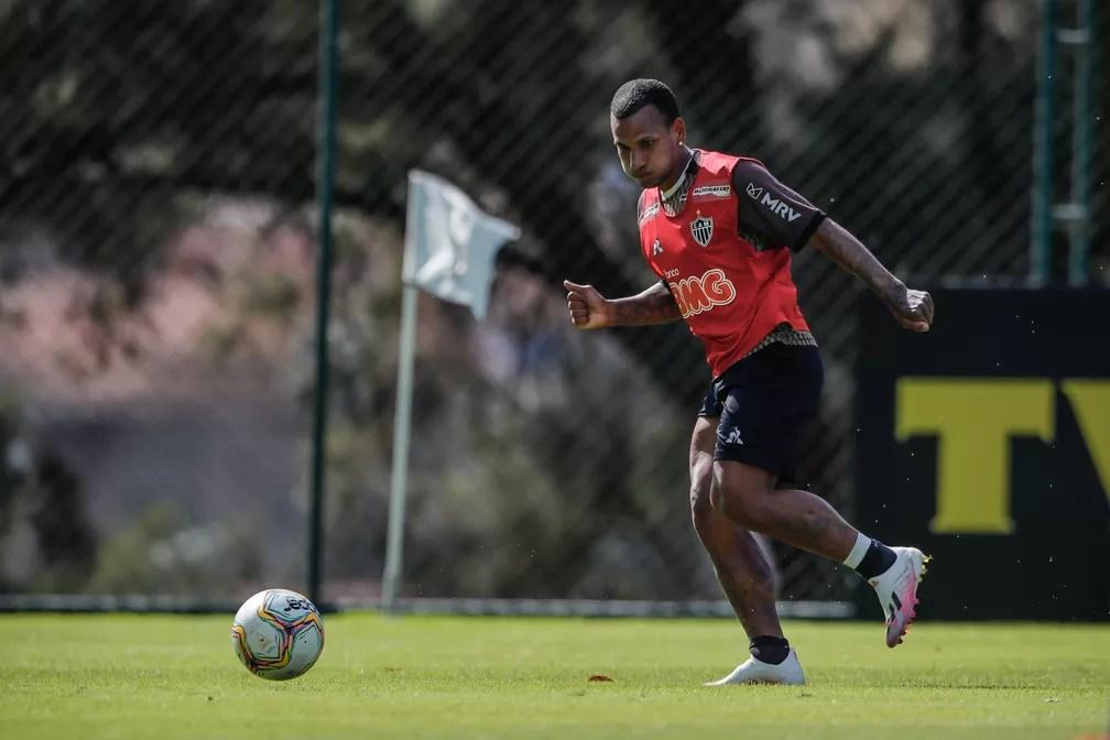 Rómulo Otero renovou com o Atlético até junho de 2021 — Foto: Bruno Cantini/Atlético-MG