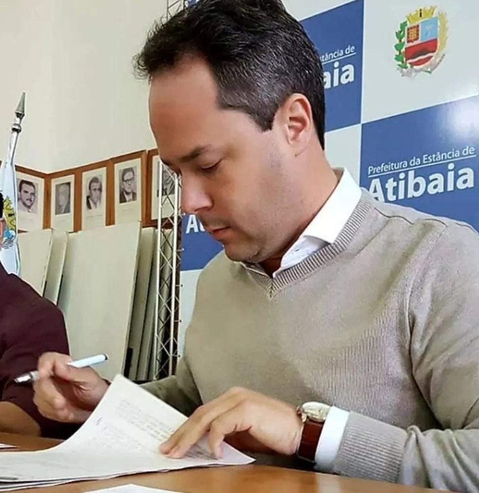 Prefeito Saulo Pedroso nega qualquer irregularidade na compra dos materiais escolares (Foto: Reprodução)