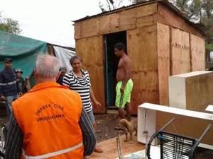 Equipes da Defesa Civil estão presentes nas comunidades atingidas  (Foto: Divulgação/Defesa Civil)