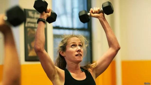 Exercícios de resistência reduziram em um terço as chances de desenvolvimento da doença (Foto: BBC)