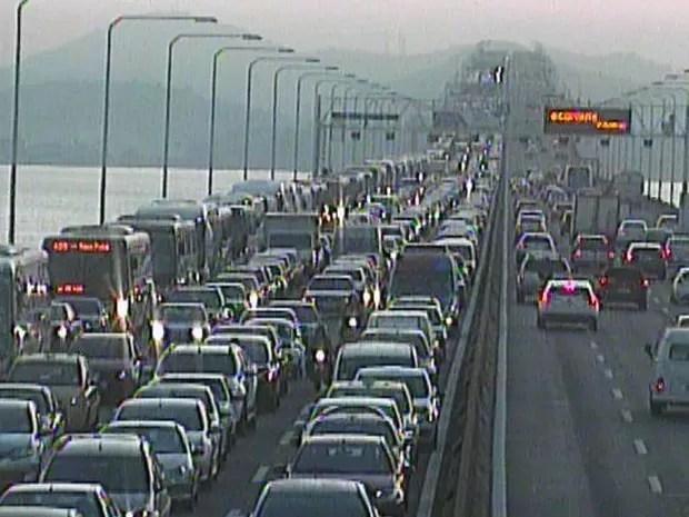 Acidente provoca congestionamento na Ponte Rio-Niterói (Foto: Reprodução / Ecoponte)