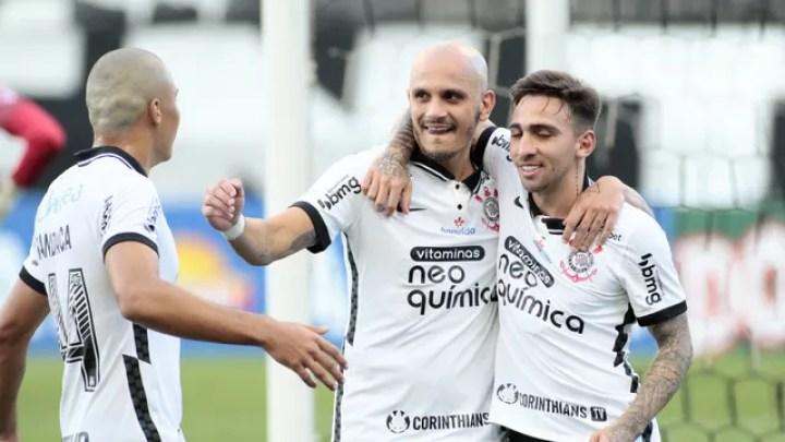 Gol de Fábio Santos em Corinthians x Novorizontino