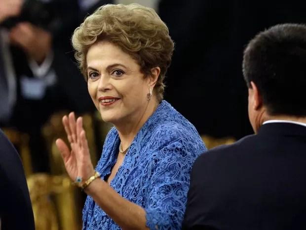 A presidente Dilma Rousseff chega para a cerimônia de posse de Mauricio Macri nesta quinta-feira (10) na sede do governo argentino (Foto: AP Photo/Victor R. Caivano)