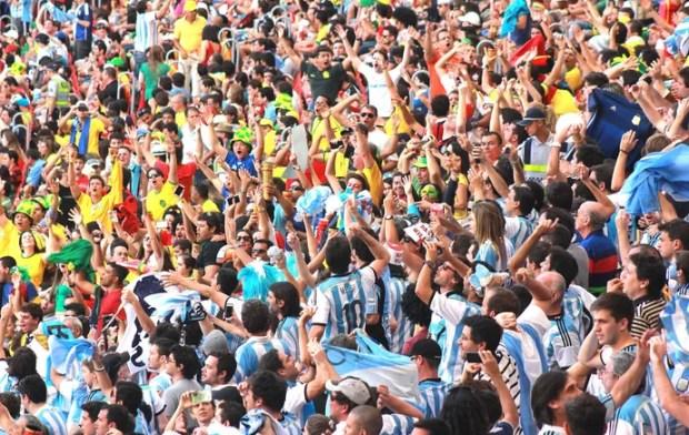 Torcida Argentina Mané Garrincha (Foto:  Thiago Lavinas)
