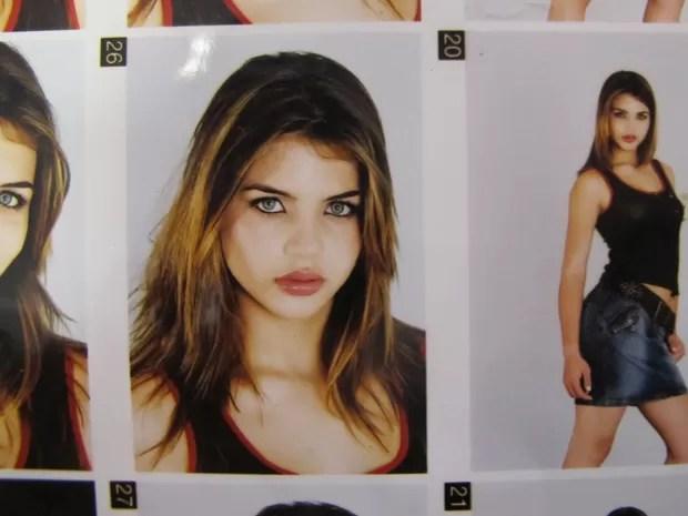 Book com fotos de Babila quando era modelo (Foto: Paulo Toledo Piza/G1)