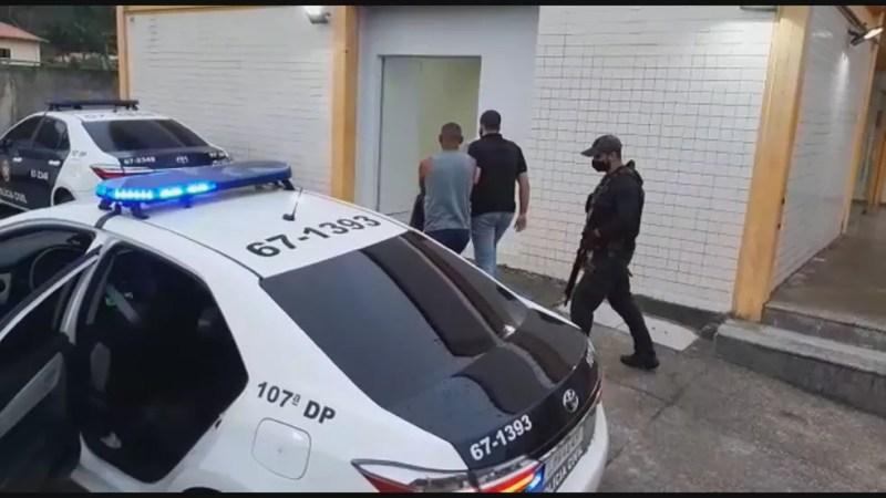 Homem é preso no RJ em operação contra o tráfico de drogas — Foto: Reprodução