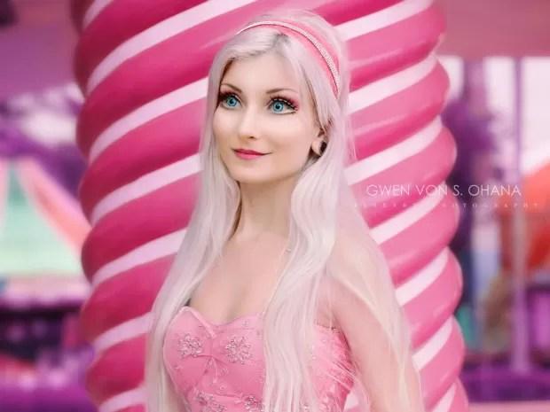 Andressa também incorpora Barbie (Foto: Gwen Von S. Ohana/Divulgação)