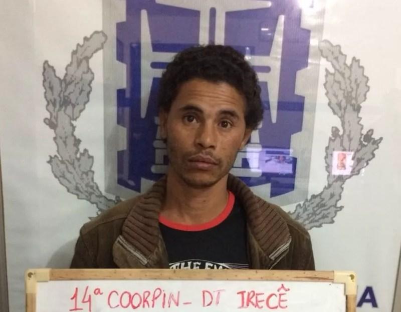 Homem foi preso após dar 15 facadas na companheira  na Bahia (Foto: Divulgação/SSP)