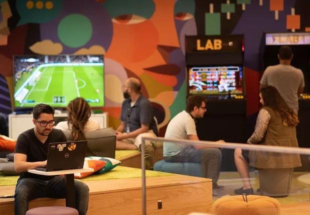 Lab Grupo XP: espaço de descompressão conta com videogames e chopeira (Foto: Divulgação/XP Investimentos)