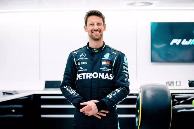 Grosjean com o uniforme da Mercedes — Foto: Reprodução Mercedes