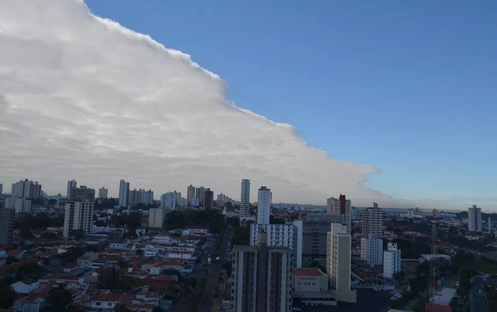 Nuvem cobriu céu da região central de Piracicaba (Foto: Carol Giantomaso/G1)