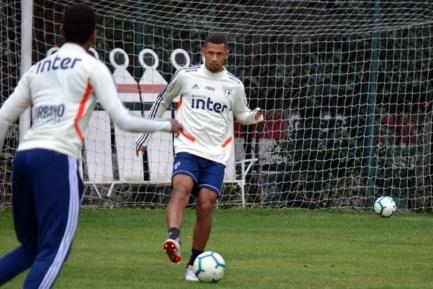Fabinho completa treinos do São Paulo — Foto: Erico Leonan/saopaulofc.net