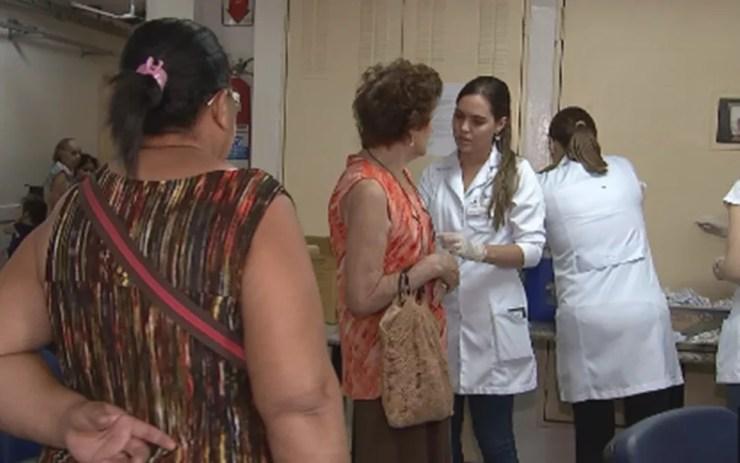 Campanha de vacinação contra gripe lotou postos de saúde (Foto: Reprodução/TV TEM)