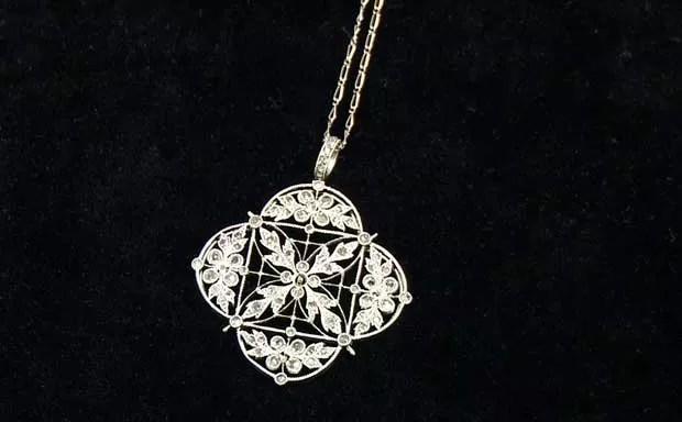 Colar de diamante e platina recuperado do Titanic que ficará à mostra nos EUA (Foto: AP)