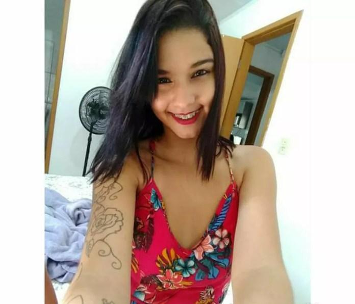 Andrielly foi encontrada morta com um corte no pescoço, em Vila Velha (Foto: Reprodução/Facebook)