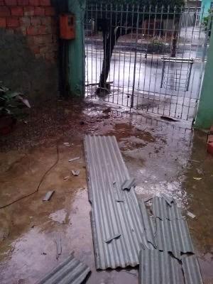 Destelhamento de casas em Itu (Foto: Matheus Amâncio/TEM Você)