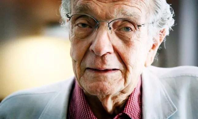 O jornalista e escritor Alberto Dines, de 89 anos, morreu de pneumonia (Foto: Leonardo Aversa)
