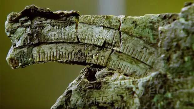No começo o artefato não dizia nada aos cientistas, mas eles logo notaram que as peças traziam marcas e inscrições. (Foto: BBC)