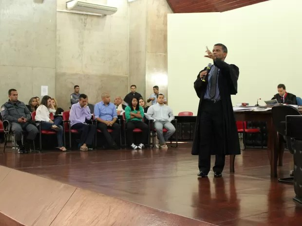 Em 30 minutos, advogado defende crime de lesão corporal (Foto: Jamile Alves/G1 AM)