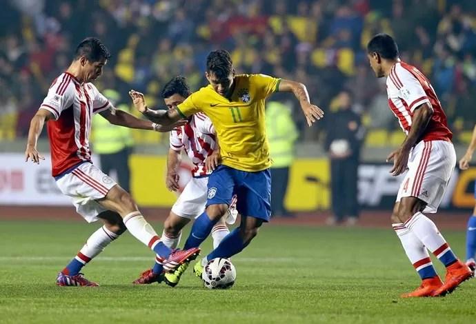 Roberto Firmino Brasil Paraguai (Foto: EFE/Osvaldo Villarroel)