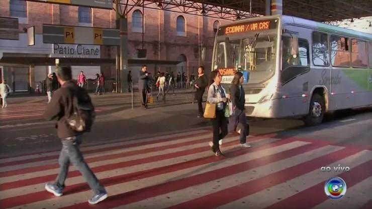 Ônibus voltam a circular em Sorocaba após 25 dias de greve (Foto: TV TEM/Reprodução)