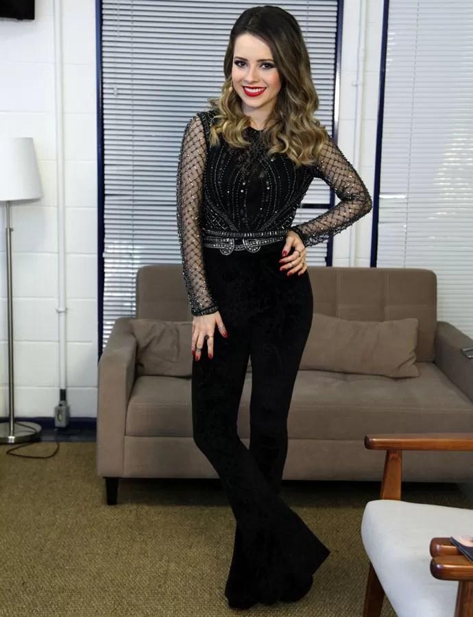 Sandy aposta em look com calça de veludo e brilho (Foto: Isabella Pinheiro / Gshow)