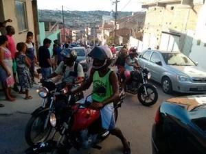 Mototaxistas fizeram buzinaço em homenagem à colega morto em acidente (Foto: Maiana Belo/G1)