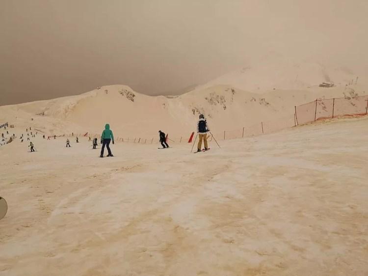 Esquiadores e snowboarders registraram o fenômeno em fotos — Foto: Margarita Alshina