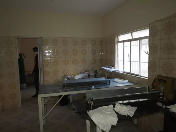 Procedimentos cirúrgicos eram feitos pelo dono da clínica suspeito de atuar como falso médico — Foto: Polícia Civil/ Divulgação