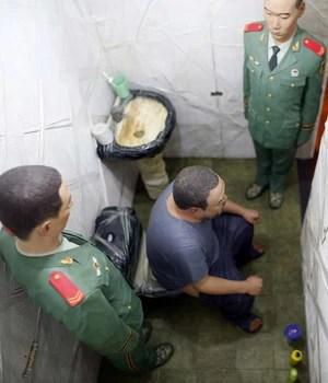 Bienal de Veneza recria cenas da prisão do chinês Ai Wei Wei (Stefano Rellandini/Reuters)
