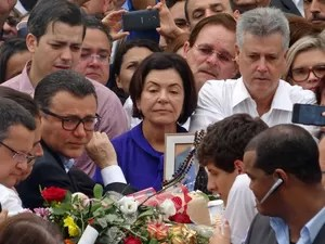 Familiares de Eduardo Campos durante velório neste domingo (17) (Foto: Lucas Liausu/Globoesporte.com)