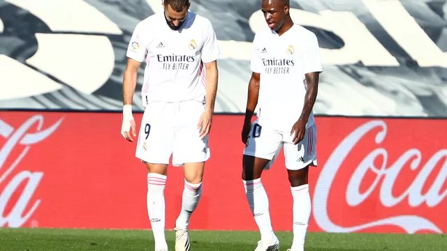 Benzema e Vini Jr. no jogo do Real Madrid