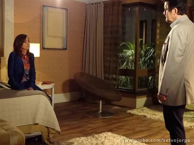 Mustafa pressiona e Berna confessa que sequestrou Aisha (Foto: Salve Jorge/TV Globo)