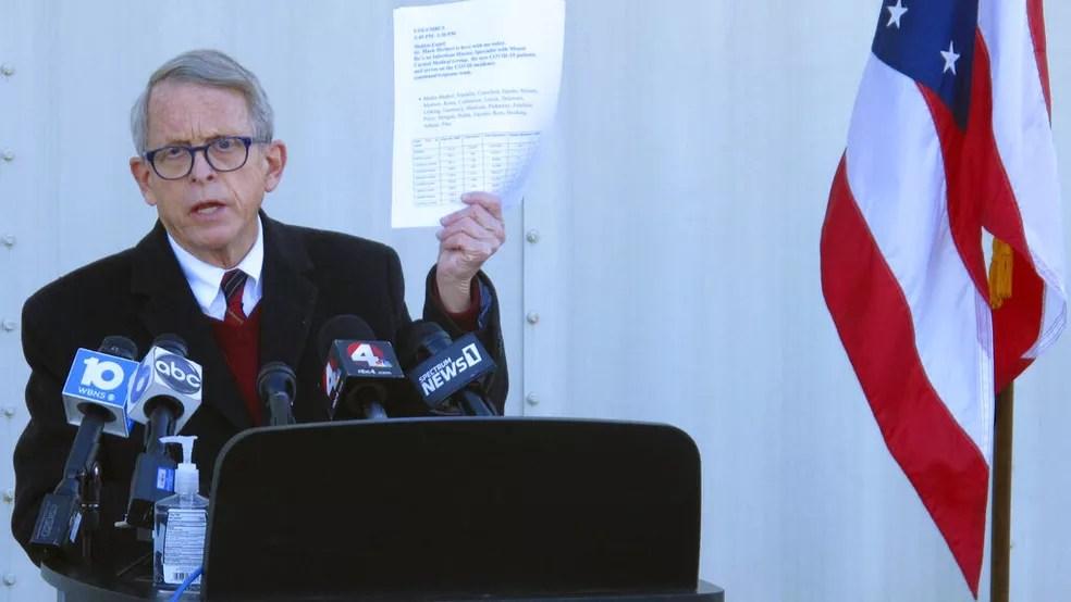 Mike DeWine, governador de Ohio, em foto de novembro de 2020 durante coletiva de imprensa sobre a pandemia — Foto: Andrew Welsh-Huggins/AP