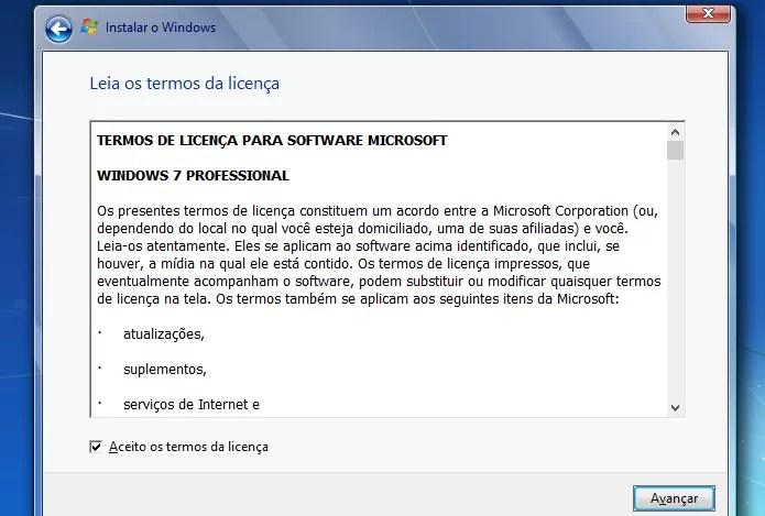 Aceitando os termos da licença do Windows 7 (Foto: Reprodução/Edivaldo Brito)