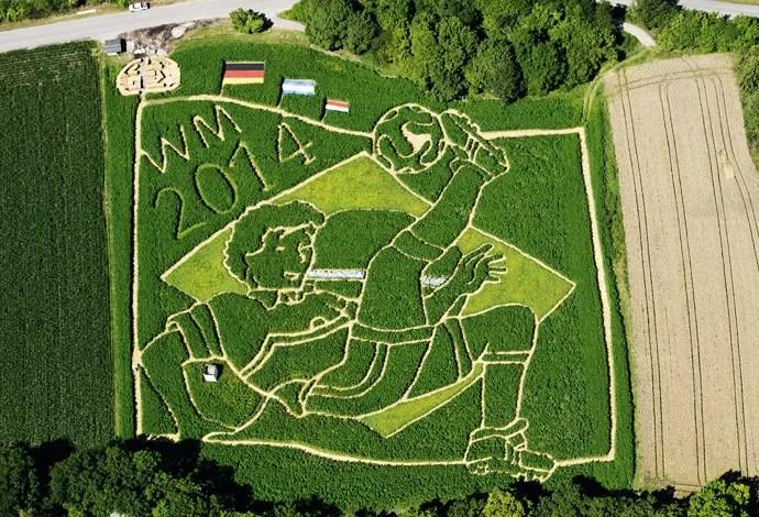 Plantação na Alemanha homenageia título com desenho de 18 mil metros quadrados (1/2)
