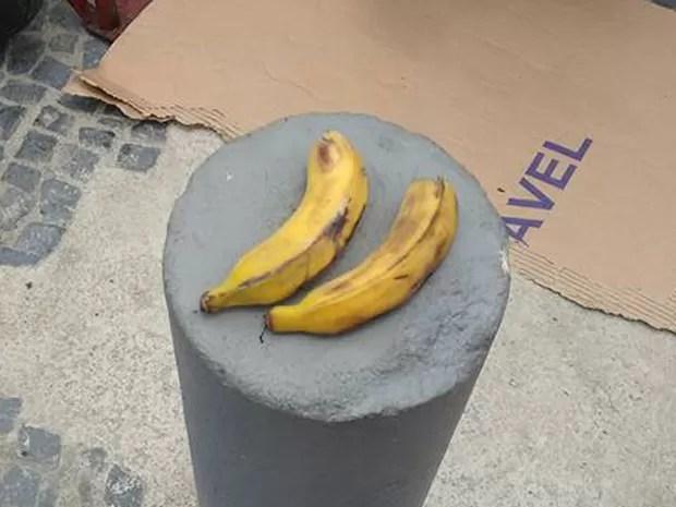 Bananas foram oferecidas aos entregadores por um gerente do bar Garota da Tijuca (Foto: Leonardo Valentim/ Arquivo pessoal)