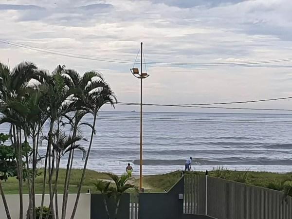 Ventos fortes podem causar ondas de até 5 metros no litoral do Paraná, de acordo com a Marinha — Foto: Ana Zimmerman/RPC