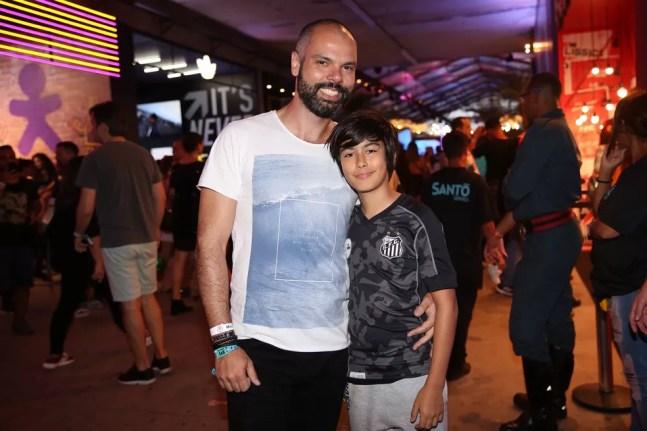 Bruno Covas com o filho Tomás durante o festival Lollapalooza, em 2019. — Foto: Celso Tavares/G1