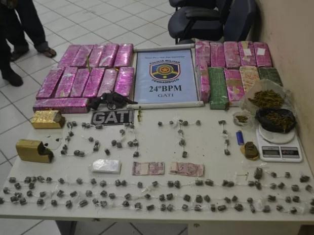 Mais de 18 kg de maconha foram apreendidos em Santa Cruz do Capibaribe (Foto: Divulgação/Polícia Militar)