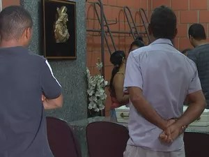 Corpo de bebê de um ano e quatro meses foi velado e enterrado em Rio Preto  (Foto: Reprodução/TV TEM)